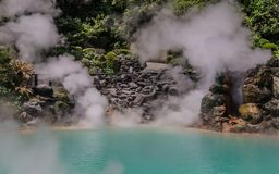 Panorama op de beroemde geothermische hete lentes, genoemd Umi Jigoku, Engeland overzeese hel, in Beppu, de Prefectuur van Oita,  stock foto