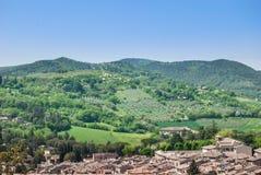 Panorama op de heuvels van Umbrië en Spoleto stock afbeeldingen