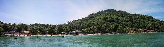 Panorama op de mooie kust van Pulau Kecil, Perhentian-Eilanden, Maleisië royalty-vrije stock fotografie