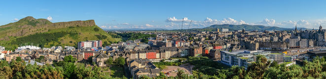 Panorama op het punt van de bergmening over de stad van Edinburgh royalty-vrije stock fotografie