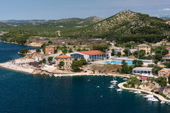 Panorama op mediterrane stad van Sibenik, Kroatië vanaf de bovenkant van mountin Stock Afbeelding
