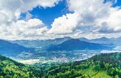 Panorama op meer Tegernsee in Beieren - Duitsland royalty-vrije stock afbeeldingen