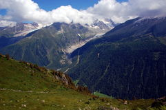 Panorama op Mont Blanc-massief stock foto's