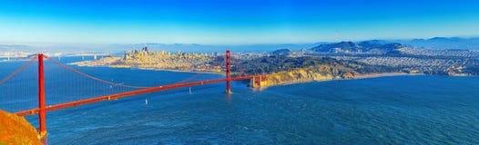 Panorama op San Francisco en de Gouden Poortbrug stock afbeeldingen