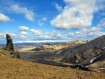 Panorama op toneelhooglandgebied van het geothermische gebied van Landmannalaugar, Fjallabak-Natuurreservaat in Centraal IJsland stock foto's