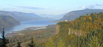Panorama Oregon do desfiladeiro do Rio Columbia. Foto de Stock
