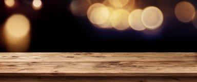 Panorama oscuro con la luz de oro por días festivos Foto de archivo libre de regalías