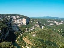 Panorama over Massif Central en de rivier Ardeche stock fotografie
