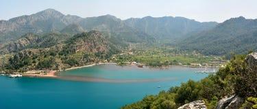 Panorama over Orhaniye-dorp en Kizkumu-strand dichtbij Marm Stock Foto