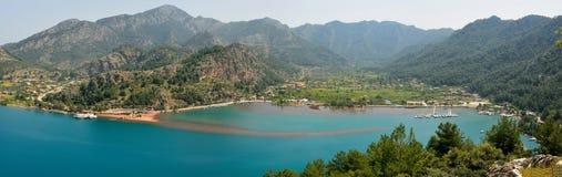 Panorama over Orhaniye-dorp en Kizkumu-strand dichtbij Marm Stock Fotografie