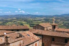Panorama over oude traditionele huizen op de groene gebieden o royalty-vrije stock foto