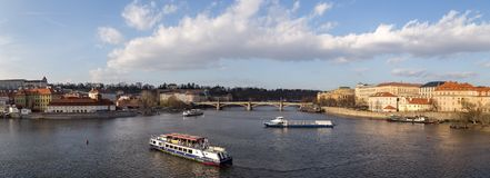 Panorama over Vltava-Rivier, Praag stock foto