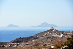 Panorama på den södra sidan av ön av Santorini i Grekland Royaltyfria Foton
