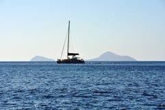 Panorama på den södra sidan av ön av Santorini i Grekland Royaltyfri Fotografi