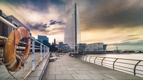 Panorama Pacifico Yokohama Pukarisanbashi i budynku molo z życia boja w przedpolu zdjęcia stock