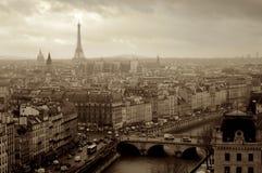 Panorama Paris från ovannämnt i Frankrike sepiafoto Royaltyfri Fotografi