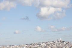 Panorama Paryż: Montmartre wzgórze i bazylika Sacre-Coe Fotografia Stock