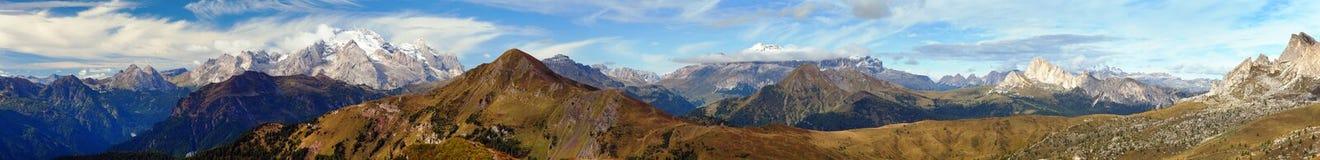 Panorama Passo Giau aan Sella gruppe en Marmolada, de Bergen van Dolomietalpen, Italië stock fotografie