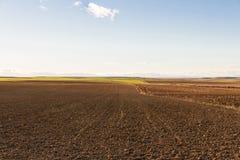 Panorama pflog vor kurzem Ackerland Stockbild