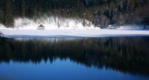 Panorama più basso della capanna del lago Fusine Fotografia Stock