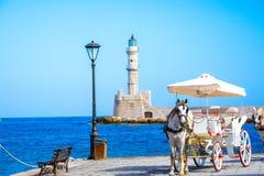 Panorama piękny stary schronienie Chania z zadziwiającą latarnią morską, meczet, venetian stocznie przy zmierzchem, Crete obrazy stock