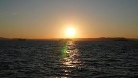 Panorama piękny zmierzch morzem Wojskowych statki przy morzem przy zmierzchem zdjęcie wideo