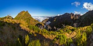 Panorama - Pico Ruivo et Pico font Arierio - la Madère Portugal Image stock