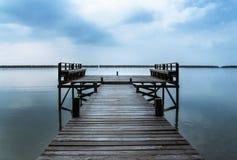 Panorama, plataforma de madeira de A que estende no mar imagem de stock royalty free