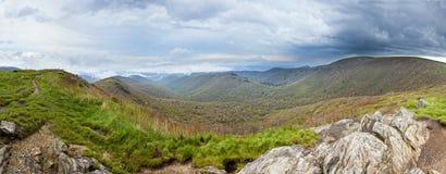 Panorama pluvieux de montagne Photographie stock libre de droits
