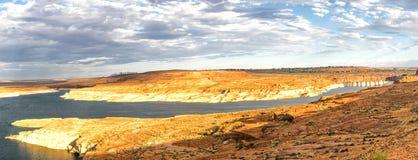 Panorama: Por do sol de Powell Dam do lago - Glen Canyon, página, o Arizona, AZ Foto de Stock Royalty Free