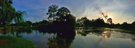 Panorama - por do sol sobre a lagoa Fotos de Stock Royalty Free