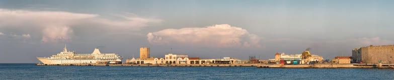 Panorama port Rhodes i zwyczaje buduje w Grecja zdjęcie stock