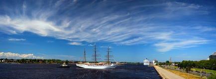 Panorama port Ryski z żaglówką Zdjęcie Royalty Free
