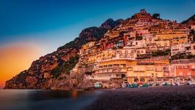 Panorama Positano, Amalfi wybrzeże w Włochy przy słońce wzrostem italy positano zdjęcie stock