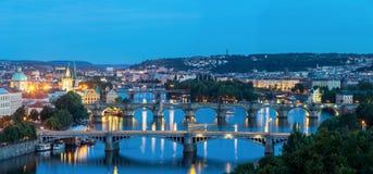 Panorama Prague på skymning Arkivfoton