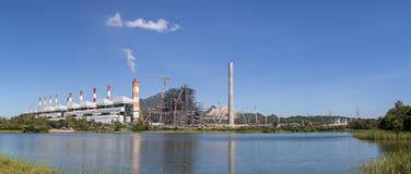 Panorama Przemysłowa elektrownia z smokestack, Mea Moh, lampa Obraz Stock