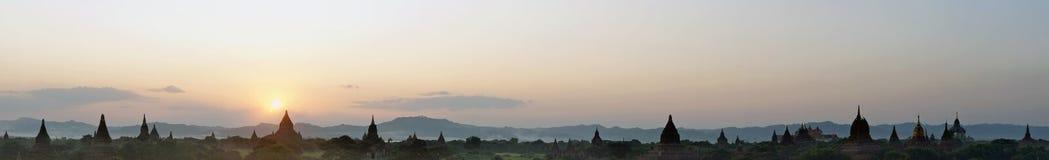 Panorama przy wschodem słońca świątynny kompleks Bagan Zdjęcie Stock