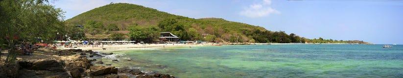 Panorama que pasa por alto la playa del Ao Phai Foto de archivo libre de regalías