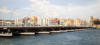 Panorama of the Queen Emma Bridge in front of the Punda district Stock Photography