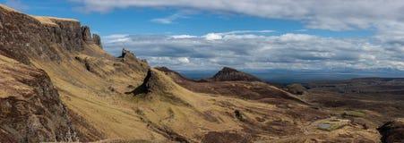 Panorama Quiraingen på ön av Skye Scotland Arkivfoton