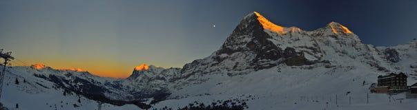 Panorama- röd tid på Kleine Scheidegg Schweitz Alps Royaltyfri Foto