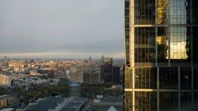 Panorama in real time die van één van een wolkenkrabber in commercieel van Moskou internationaal centrum wordt gesitueerd stock video