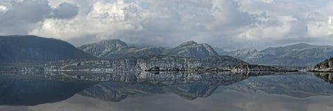 panorama- reflexioner arkivfoton