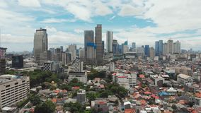 Panorama a?reo del centro de ciudad con los rascacielos Jakarta indonesia metrajes