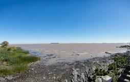 Panorama Rio de la Plata River, Uruguay, la Argentina El viajar con sou Imagen de archivo libre de regalías