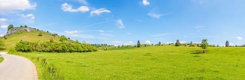 Panorama rurale del paesaggio - Eseslburger Tal, alpi sveve Fotografie Stock