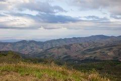 Panorama's van bergtop van Phu Lom Lo, het Nationale Park van Phu Hin Rong Kla, Kok Sathon, Dan Sai District, Loei, Thailand Stock Afbeeldingen