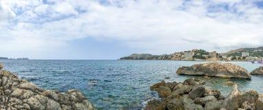 Panorama scene of rocky ocean shoreline Royalty Free Stock Photos