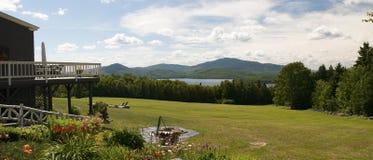 Panorama scenico del lago e della montagna Fotografia Stock Libera da Diritti