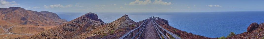 Panorama scenico del paesaggio sull'isola di Fuerteventura nell'Oceano Atlantico immagini stock libere da diritti